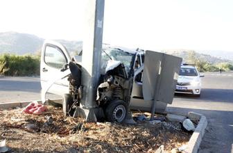 Aydın'de kontrolden çıkan otomobil direğe çarptı! 1 ölü 1 yaralı