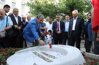 Destici Muhsin Yazıcıoğlu'nun mezarını ziyaret etti