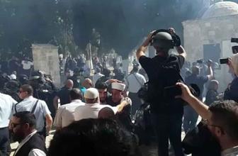 İsrail polisi Filistinlilere Harem-i Şerif'in içinde müdahale etti