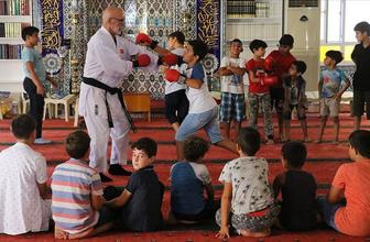 Hem Kur'an-ı Kerim'i hem karateyi öğreniyorlar