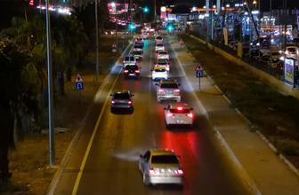 Kuşadası sokaklarında adım atacak yer kalmadı trafik kilitlendi