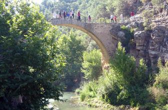Uşak'taki 2 bin 500 yıllık Clandras Köprüsü kentin yeni turizm merkezi oldu