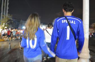 Liverpool'lu taraftarların Taksim'de kupa coşkusu