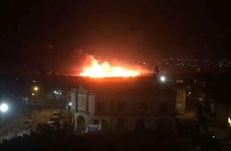 Mardin sınırda YPG'li teröristler hendekleri ateşe verdi