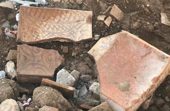 Bursa İznik'te molozların arasında tarihi eser bulundu
