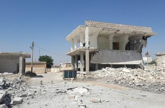 Saldırılar nedeniyle siviller göç ediyor İdlib adeta hayalet kente dönüyor