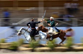 Bitlis'te Malazgirt Zaferi'nin 948. yıl dönümünde Kırgızların ata sporlarına büyük ilgi