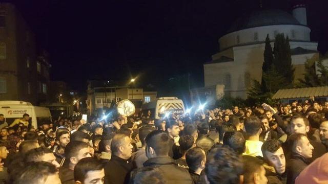 Çocuk istismarını protesto eden mahalleliye polis müdahalesi