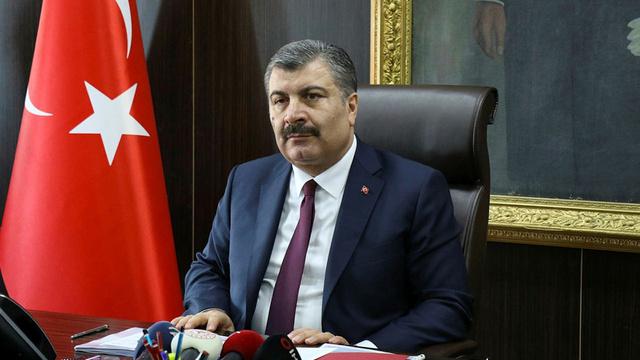 Sağlık Bakanı Fahrettin Koca sağlık çalışanlarına müjdeyi verdi