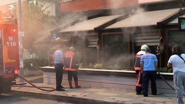 Ankara'da restoranda çıkan yangında dükkan sahibi gözyaşlarını tutamadı