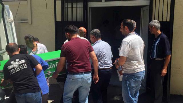 Gaziantep'de demir bahçe kapısının altında kalan çiftçi öldü