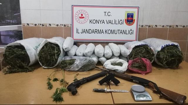 Konya'da baba oğul 49 kilo esrar ile yakalandı