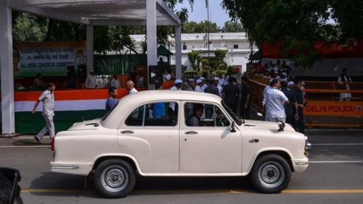 Hindistan'ın efsanevi arabası artık Peugeot'un