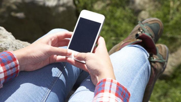 Cep telefonunu iki elle kullanmak vücuda 5 kat fazla yük!