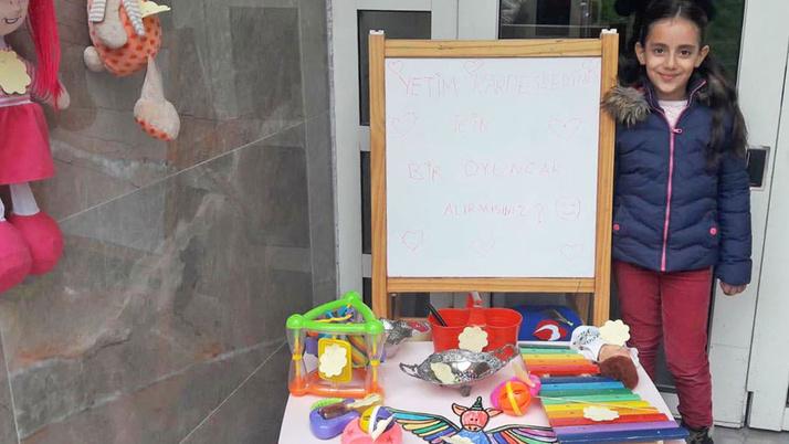 Minik Zeynep yetimler için oyuncaklarını sattı