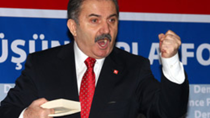 DP Lideri Zeybek partiyi ayağa kaldırdı