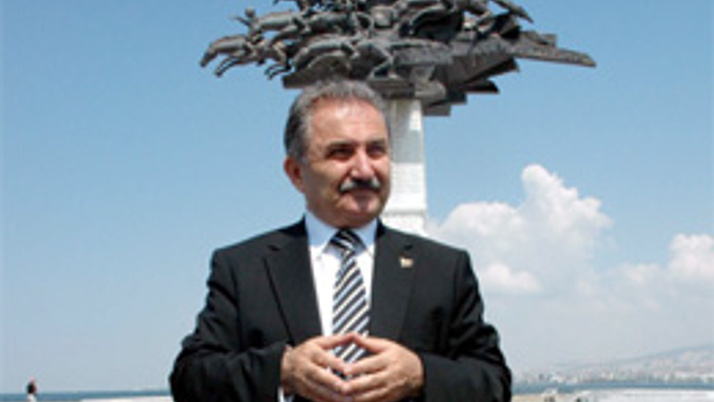 Zeybek'ten hakimlere iki ay hapis önerisi