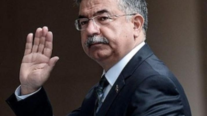 Başbakan Davutoğlu'ndan zafer pozu!