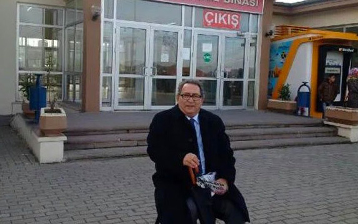 Gazeteci Mete Akyol'dan oturma eylemi
