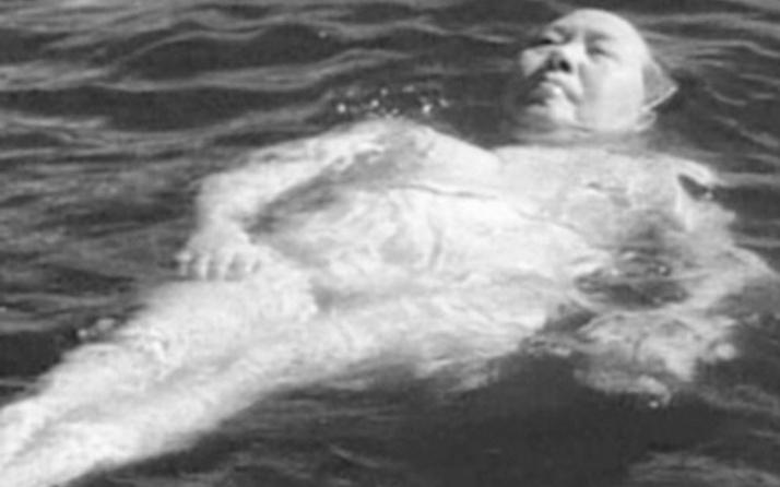 Stalin Mao'nun dışkısını inceletmiş sebebi de...