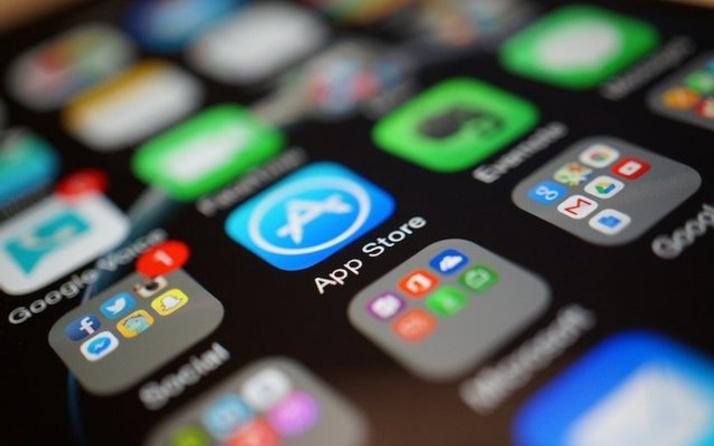Apple 2016 yılına rekorla giriş yaptı