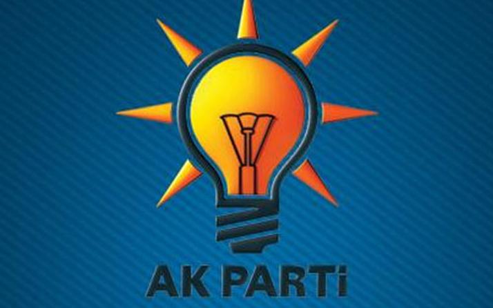 AK Parti'de şok istifa! O isim yollarını ayırdı