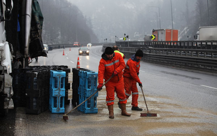 TEM'de büyük kaza! İstanbul yönü trafiğe kapandı