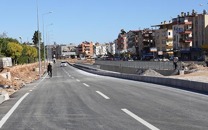Kepez Katlı Kavşak Projesi'nde Sakarya Kavşağı trafiğe açıldı