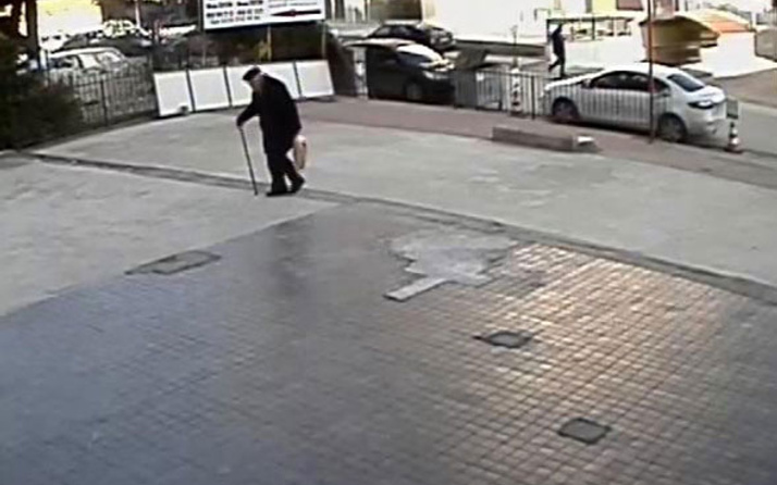 89 yaşındaki adamı dövüp, gasp ettiler