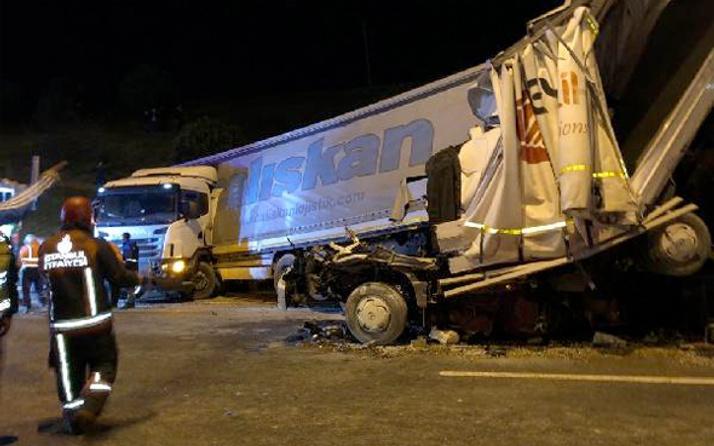 Kurtköy TEM Otoyolu'nda feci kaza; 1 ölü 2 yaralı