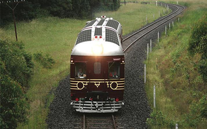 Güneş enerjili ilk tren rayarda