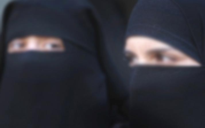 Üniversitede kıyafet krizi! 'Pardösülü, peçeli ve gözlüklü öğrenciler var'