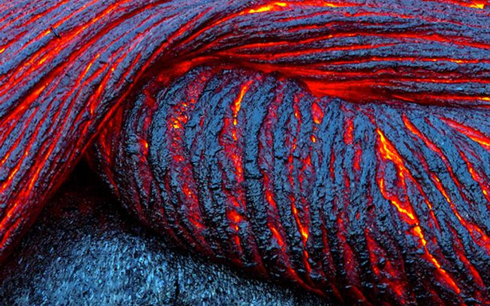 Bir magma kabarcığı yeryüzüne doğru hızla ilerliyor