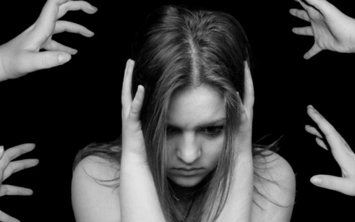 Anksiyete belirtileri nedir panik atak ile ankisiyete arasındaki fark