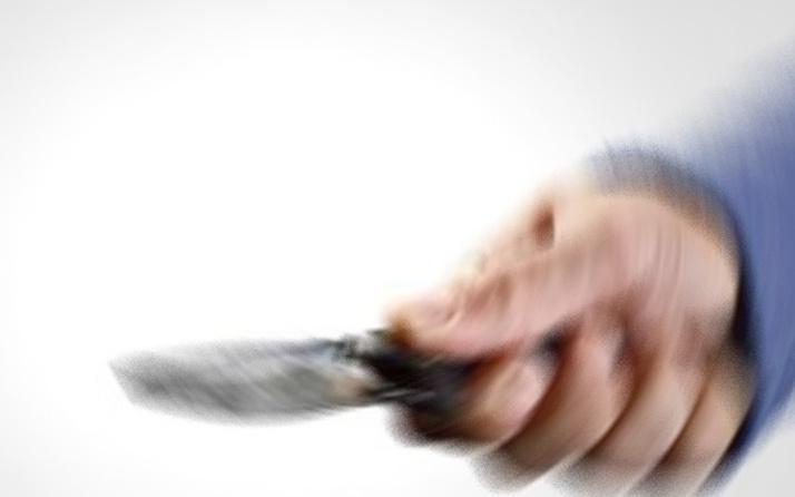 Tartıştığı eşini bıçakla yaraladı