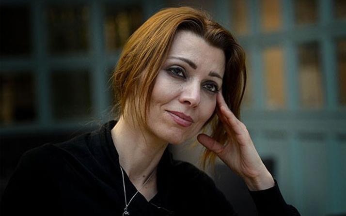 Eşi FETÖ'cü olan Elif Şafak'tan hayır videosu