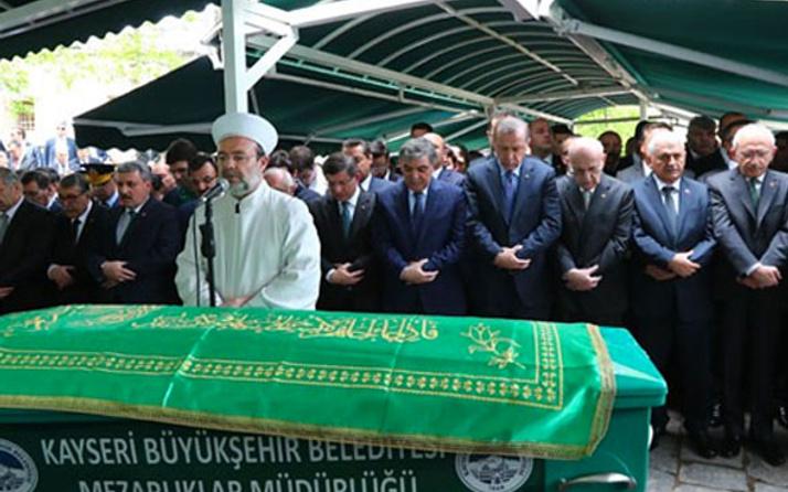 Abdullah Gül'ün babasının cenazesindeki sürpriz isim kimdi?