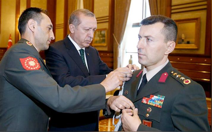 Erdoğan'ın Başyaveri Yazıcı elinde boş zarfla...
