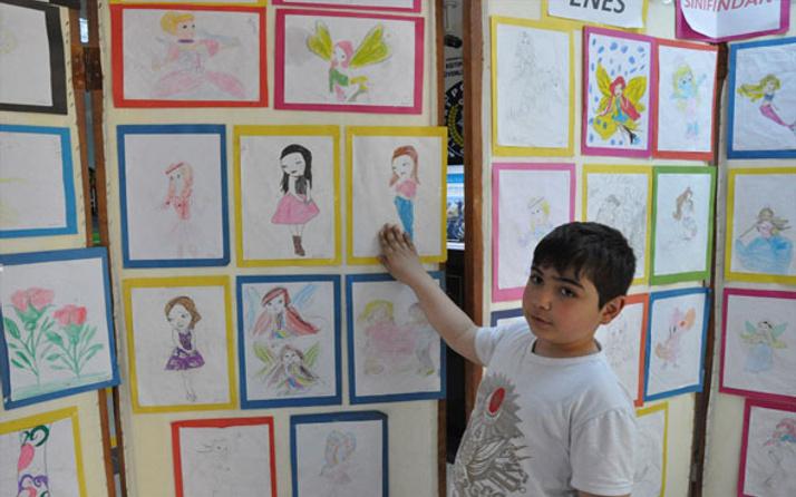 7 yaşında ilk resim sergisini açtı
