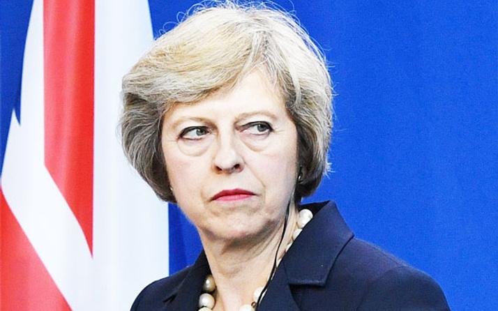 İngiltere Başbakanı'na 'yalancı' dedi şarkısı listebaşı oldu