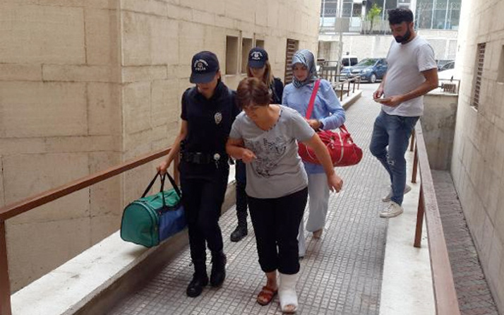 Bursa'da FETÖ üyesi kadın öğretmen kaçayım derken...