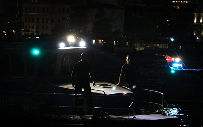 Karaköy'de denize düşen çocuk aranıyor: Polis seferber oldu!