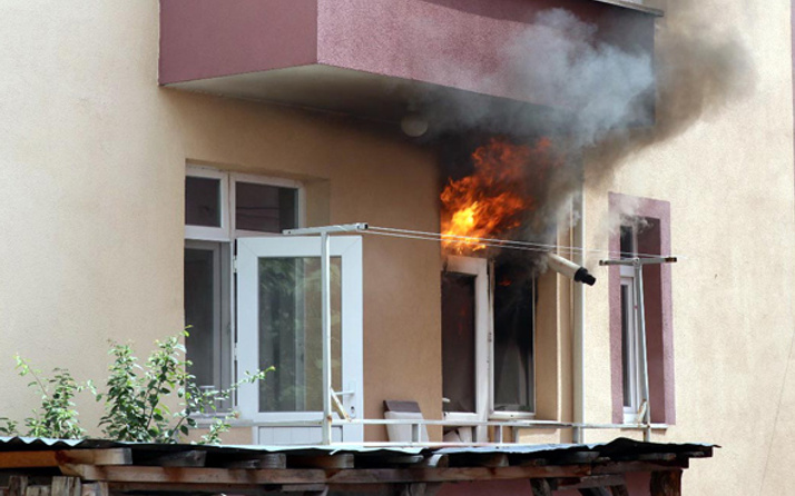 Bolu'da patlayan buzdolabı evi yaktı