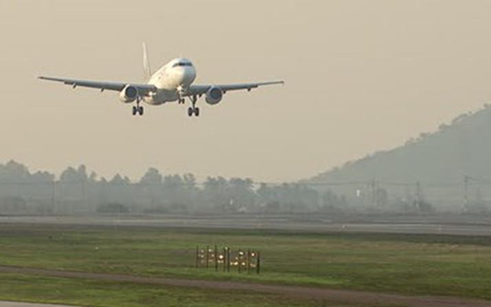 Kuşlar nedeniyle 3 uçak pisti pas geçti