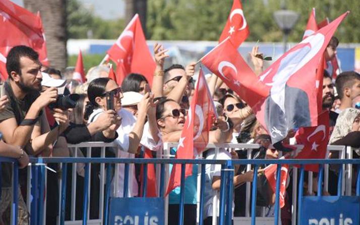İzmir'de Erdoğan'lı Atatürk'lü gerilim