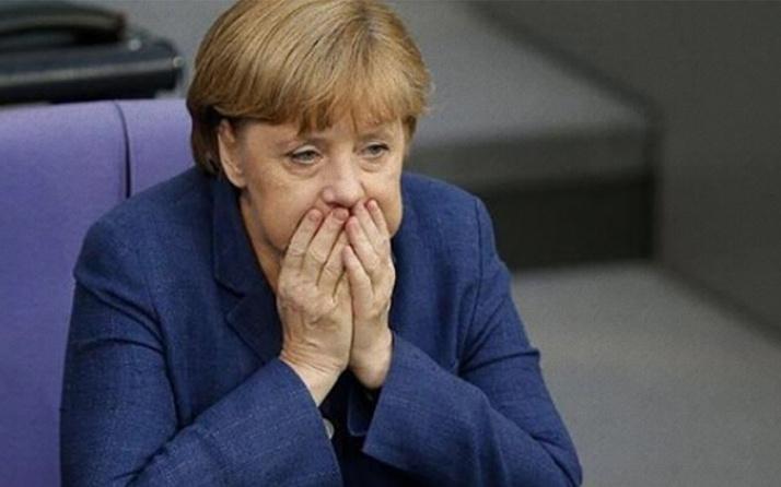 Angela Merkel'e büyük şok! Partisinde hüzün hakim