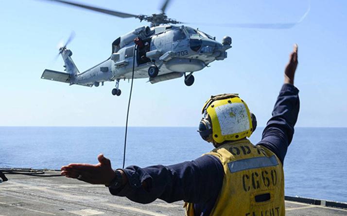 ABD helikopteri uçak gemisine düştü!