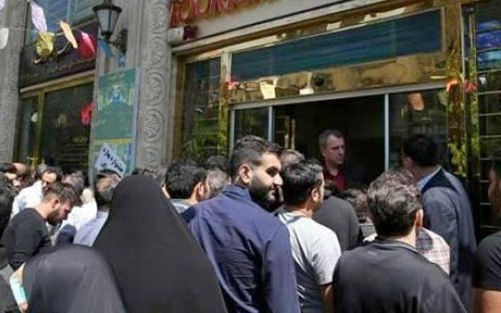 İran'da dolar paniği! Gece yarısı sokaklara indiler