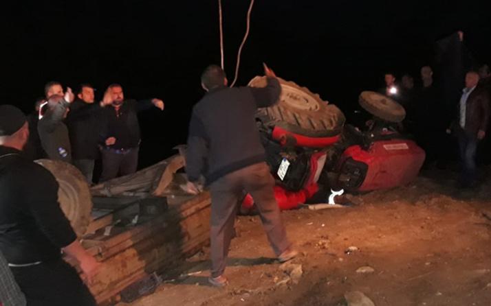 Devrilen traktörün altında kalan çift hayatını kaybetti