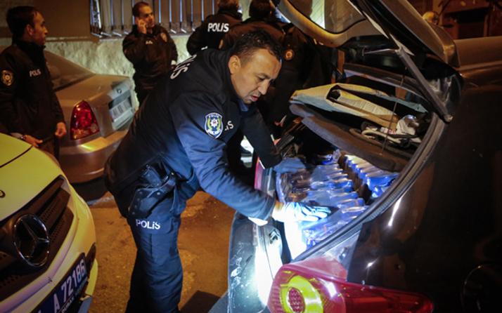 Alkollü sürücünün bagajında 100 şişe içki çıktı